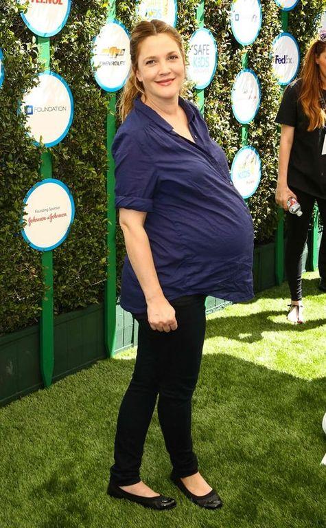 7.Drew Barrymore (μητέρα της Olive και της Frankie) «Δε σταματούσα να τρώω ό,τι ήθελα –κυρίως τα πιο ανθυγιεινά- γιατί τι είναι μερικά κιλά παραπάνω;»