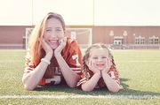 Μαμά και κόρη: Η μοναδική τους σχέση μέσα από είκοσι ξεχωριστές φωτογραφίες