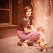 Η Ζέτα Μακρυπούλια μικρό κοριτσάκι με την όμορφη μαμά της