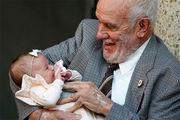 «Ο άντρας με το χρυσό χέρι» : Έσωσε 2,4 εκατομμύρια μωρά δίνοντας αίμα για 60 χρόνια