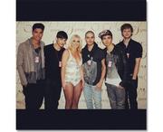 Η Britney Spears με συνεργάτες της