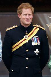 Η άστατη ζωή του πρίγκιπα Harry περιλάμβανε και γυμνές φωτογραφίες. Ο νεαρός πρίγκιπας απαθανατίστηκε να παίζει ένα strip game, όπου στο τέλος έχασε κι έμεινε ολόγυμνος. Οι φωτογραφίες έκαναν το γύρο του διαδικτύου, ενώ ο ίδιος απολογήθηκε και πάλι, αφού το συμβάν έλαβε χώρα, πριν πάει με τον Βρετανικό στρατό στο Αφγανιστάν