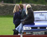 Όταν ο φακός τον απαθανάτισε σε πολύ στενές επαφές με την κοπέλα του, το 2001 στο καπό του αυτοκινήτου. Σκηνή που ίσως να μοιάζει οκ, για έναν κοινό θνητό, αλλά είναι απαγορευτική για έναν γαλαζοαίματο!