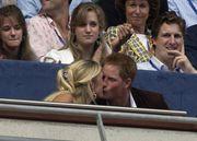 Το 2007 «έσπασε» το Πρωτόκολλο και φίλησε δημοσίως, την τότε σύντροφό του, Chelsy Davy, σε μία συναυλία