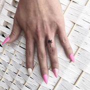 Είκοσι υπέροχα μικροσκοπικά τατουάζ για τα δάχτυλα του χεριού
