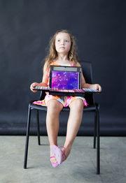 «Μαμά να σε βάψω;» Μικρά κορίτσια μακιγιάρουν τις μητέρες τους και ιδού τα αποτελέσματα (pics)