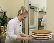 Η τούρτα για το γάμο του πρίγκιπα Harry με την Meghan Markle ετοιμάζεται