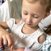 Hilaria και Alec Baldwin: Στο σπίτι με το μωρό και τα άλλα παιδιά τους (pics)
