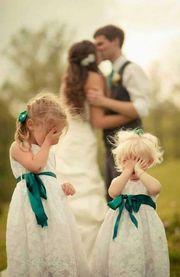 Δεκαπέντε στιγμές που τα παρανυφάκια «κλέβουν» την παράσταση σε έναν γάμο