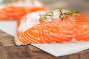 Ο τόνος και ο σολομός, είναι τα δύο είδη ψαριών που είναι εξαιρετικά πλούσια σε βιταμίνη D και πρωτεΐνες.