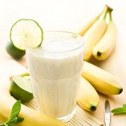 Μπανάνα lime smoothie 1 κούπα γάλα χαμηλά λιπαρά 1 μεγάλη ώριμη μπανάνα 1 κούπα lime Εκτέλεση: Χτυπάτε όλα τα υλικά στο μπλέντερ