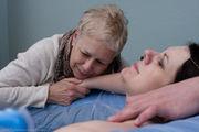 Γυναίκες γεννούν με τη βοήθεια της μαμάς τους - Είκοσι υπέροχες φωτογραφίες (pics)