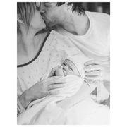 Πριν λίγες ώρες γέννησε - Η πρώτη φώτο από το μαιευτήριο (pic)