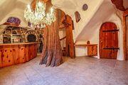 Το σπίτι της Χιονάτης και των Επτά Νάνων πωλείται!