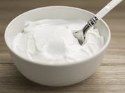 Γιαούρτι: Είναι πιο εύπεπτο από το γάλα, πλούσιο σε ασβέστιο και Β-βιταμίνες, ενώ κρατάει μακριά την αίσθηση της πείνας