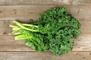 Φυλλώδη λαχανικά Τα πράσινα λαχανικά είναι το πιο ευεργετικό φαγητό στη γη, καθώς είναι γεμάτα με απαραίτητα θρεπτικά συστατικά και βιταμίνες. Μαγειρέψτε σπανάκι ή άλλα πράσινα λαχανικά, που έχουν υψηλά επίπεδα σιδήρου, φυλλικού οξέος και ασβεστίου