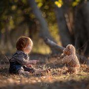 Μπαμπάς φωτογραφίζει τα παιδιά του με το αγαπημένο τους αρκουδάκι - Οι φωτογραφίες είναι μοναδικές