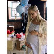Ποζάρει με μαγιό στην 36η εβδομάδα της εγκυμοσύνης της και τρελαίνει το Instagram