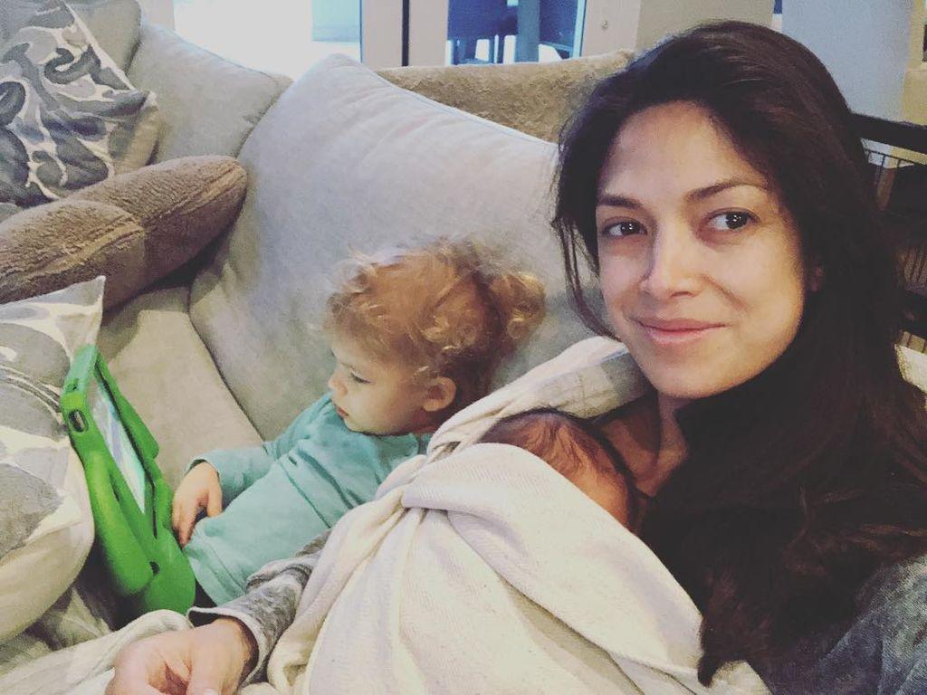 Φωτογραφίζει τον γιο της μετά το βραδινό του μπανάκι και λιώνει το Instagram