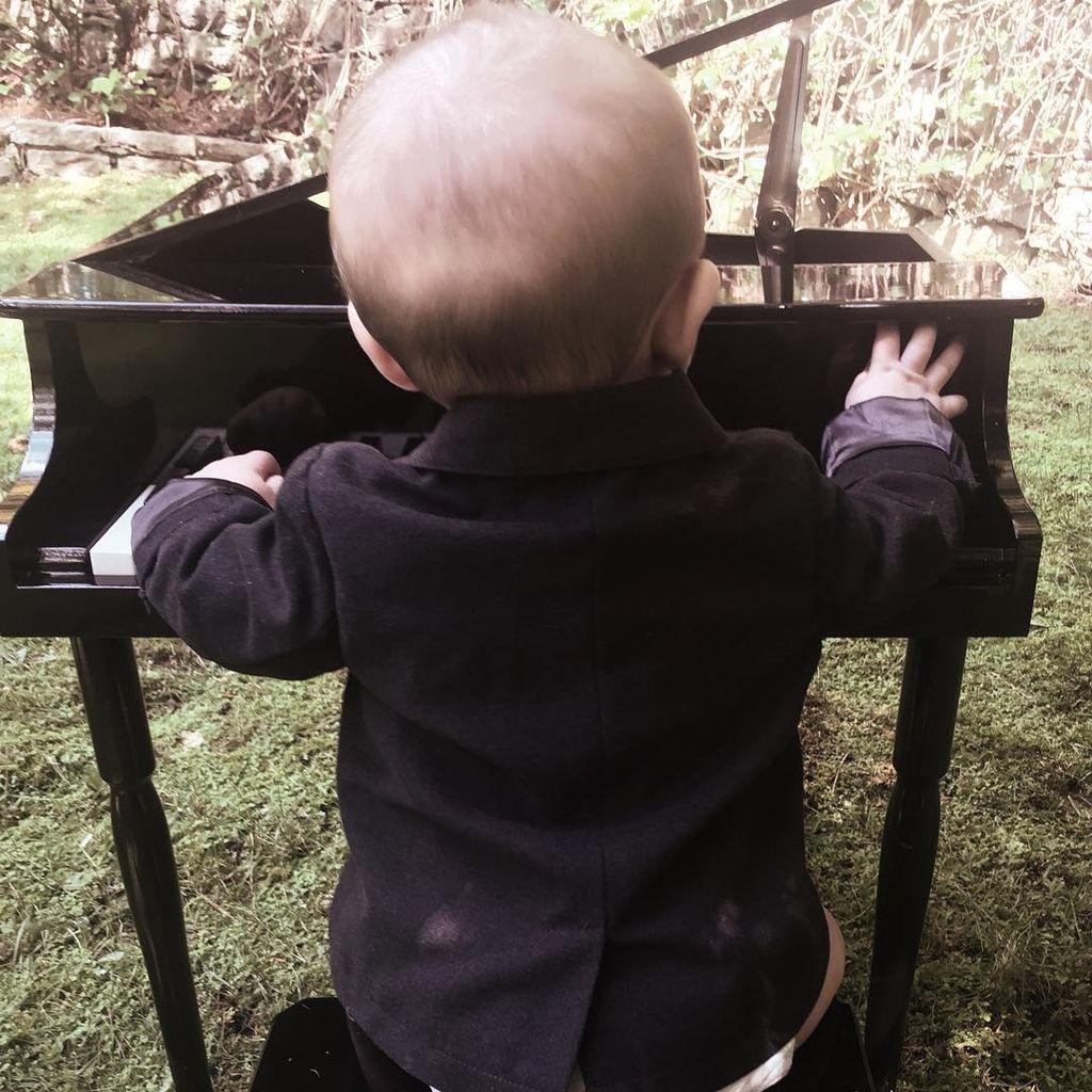 Ο γιος γνωστής τραγουδίστριας είναι ένας γλύκας - Είκοσι φωτογραφίες που το αποδεικνύουν (pics)