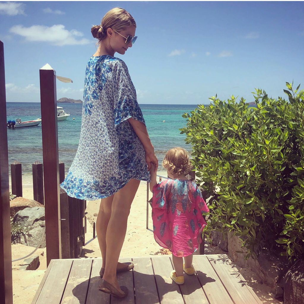 Paris Hilton: «Ανυπομονώ να αποκτήσω το δικό μου μικρό κοριτσάκι» (pics)