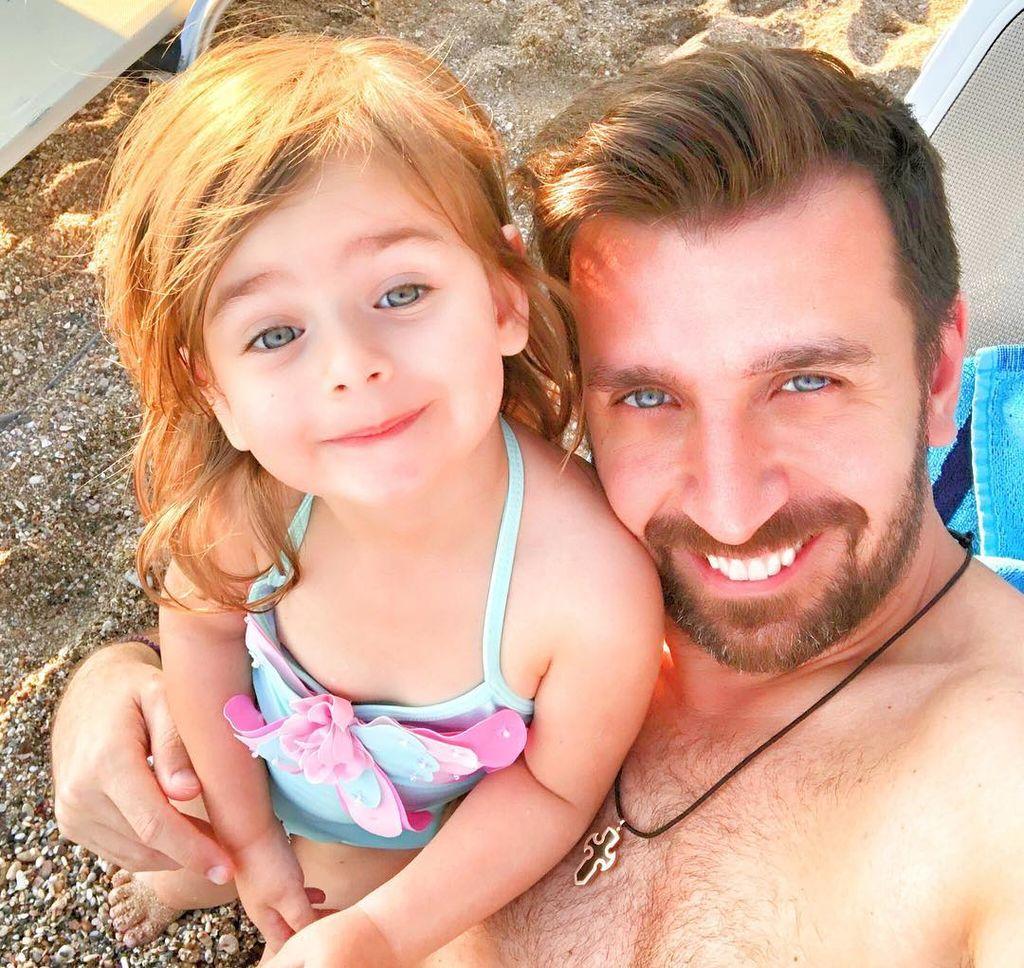 Θάνος Πετρέλης: Δείτε τις κούκλες κόρες του