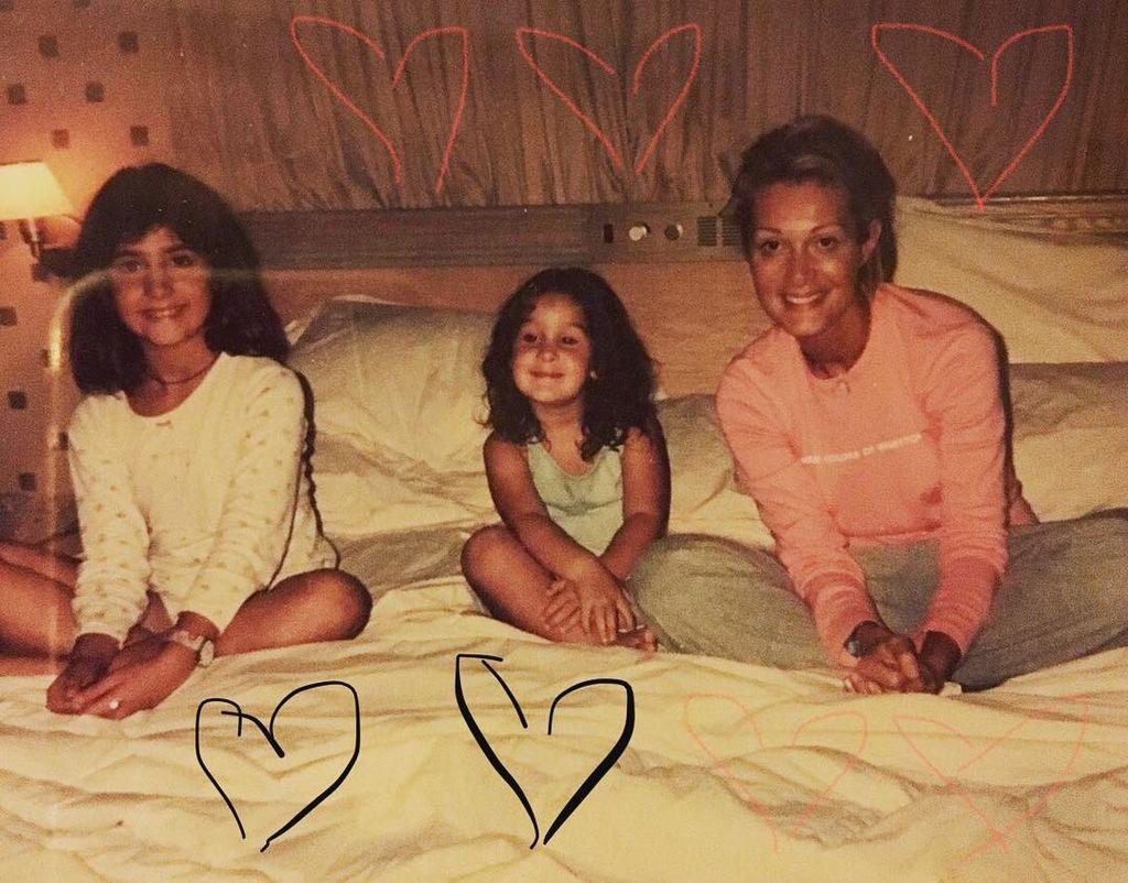 Νατάσα Θεοδωρίδου: Οι σπάνιες φωτογραφίες με τις δύο κόρες της