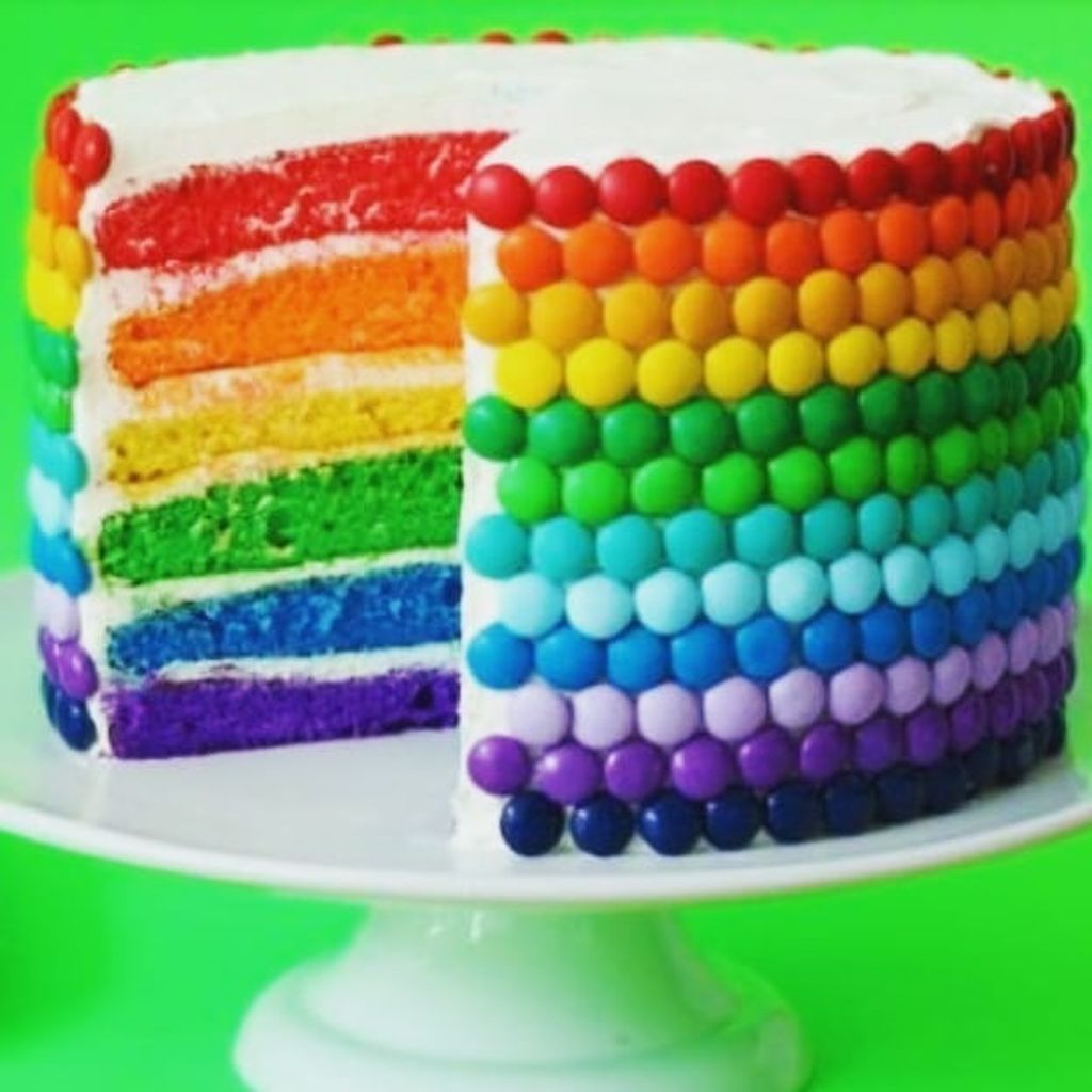 Πολύχρωμες τούρτες για μικρούς και μεγάλους, που θέλουν να κάνουν τη διαφορά