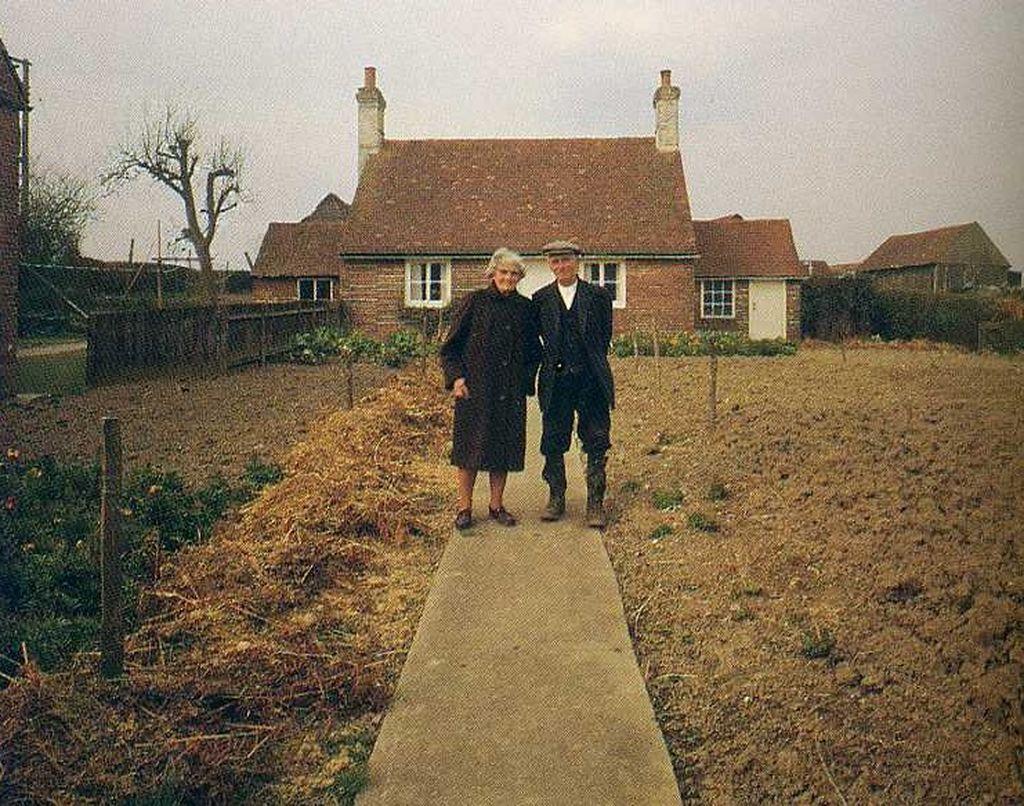 Ηλικιωμένο ζευγάρι έβγαζε την ίδια φωτο κάθε χρόνο - Η τελευταία είναι η πιο συγκινητική (pics)