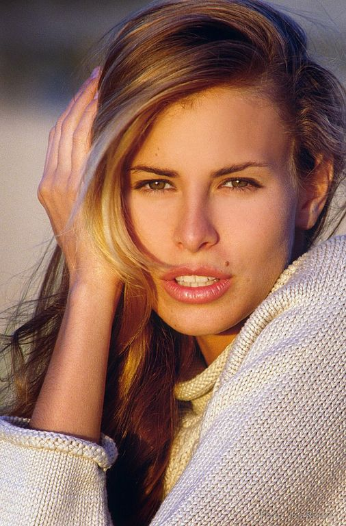 Το πανέμορφο μοντέλο Nicky Τaylor έμεινο έγκυος στα 19 της και μάλιστα είχε δίδυμα!