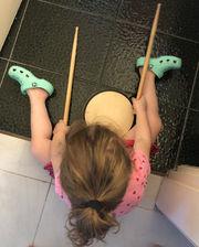 Πηνελόπη Ανασταστοπούλου: Οι φώτο της κόρης της δείχνουν ότι θα γίνει μια μεγάλη ροκ σταρ (pics)
