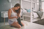"""Eγκυμοσύνη και το """"Σύνδρομο της Φωλιάς"""": Γιατί νιώθετε την ανάγκη να συμμαζεύετε συνεχώς;"""