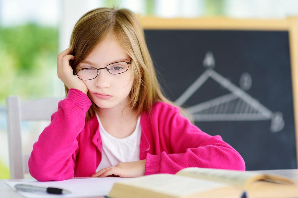 Μπορείτε να εντοπίσετε τα σημάδια Στα παιδιά της προσχολικής, κυρίως, ηλικίας να επιδιώκετε να εντοπίσετε πιθανά σημάδια. Παρουσιάζει μεταπτώσεις στην ψυχολογία του; Έχει συχνά ξεσπάσματα θυμού; Είναι προσκολλημένο πάνω σας; Αποφύγετε καταστάσεις, που δημιουργούν άγχος ή φόβο στο παιδί.