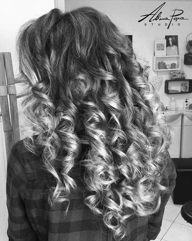 Έχετε σγουρά μαλλιά; Δώδεκα εντυπωσιακά και εύκολα χτενίσματα για κάθε περίσταση (pics + vid)
