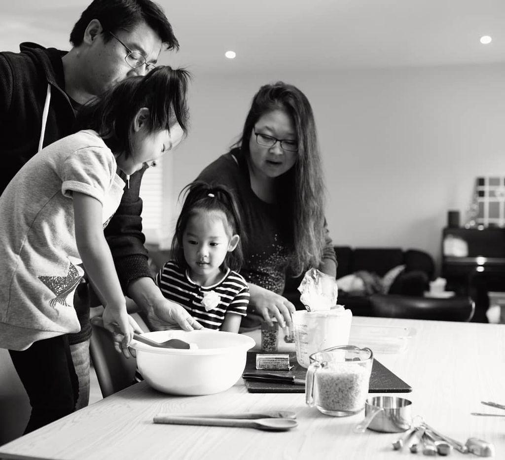 Δείτε πώς αυτές οι οικογένειες ετοιμάζουν χριστουγεννιάτικες λιχουδιές (pics)