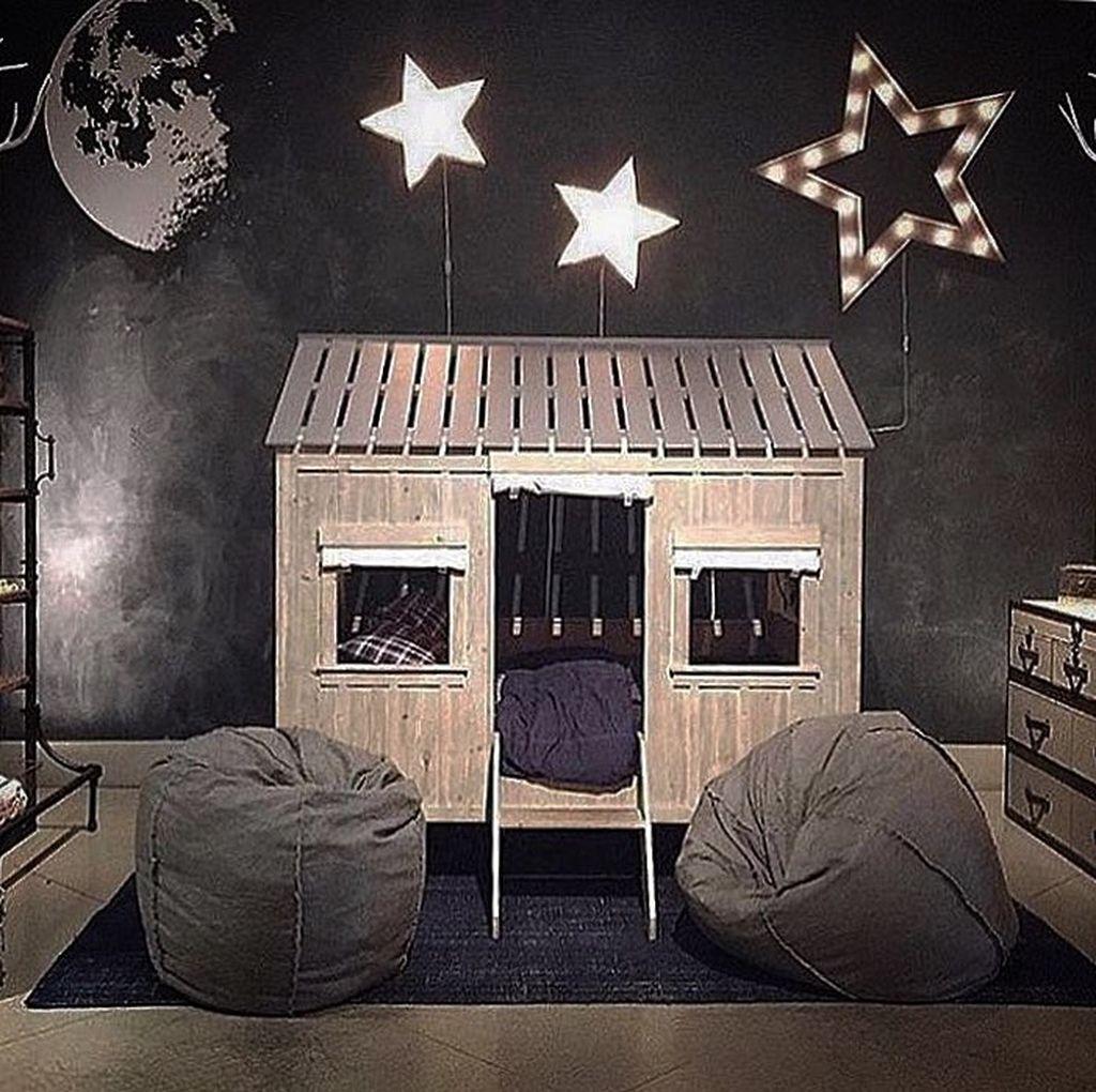 Ιδέες για να στολίσετε με χριστουγεννιάτικα λαμπάκια το παιδικό δωμάτιο (pics)