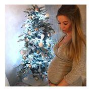 Χριστουγεννιάτικες φωτογραφίες με χαρούμενες μανούλες που περιμένουν να γεννήσουν! (pics)