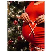 Φωτογραφίζονται με χριστουγεννιάτικο φόντο λίγο πριν γεννήσουν (pics)