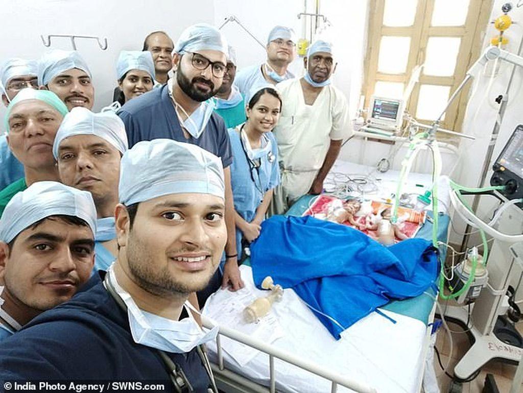 H selfie των γιατρών που έγινε viral - Δείτε το λόγο (pics + vid)