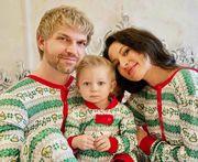 Οικογένειες φωτογραφίζονται φορώντας τις χριστουγεννιάτικες πιτζάμες τους! (pics)