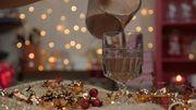 Πιάστε κουβέρτα, χουχουλιάστε στον καναπέ και πιείτε ζεστή σοκολάτα - Συνταγή για 3 εκδοχές (vid)