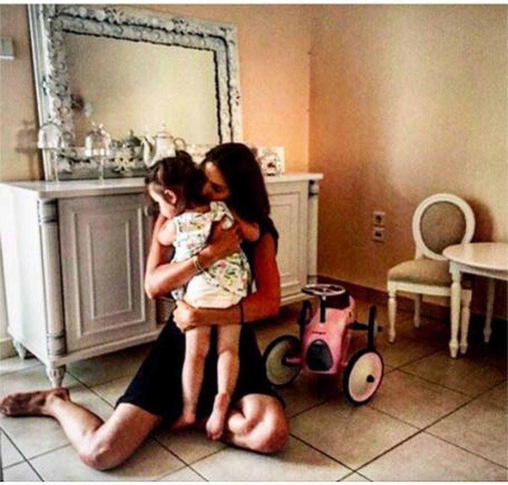 Ηλιάνα Παπαγεωργίου: Δείτε τις πιο τρυφερές στιγμές με την ανιψιά της (vid & pics)