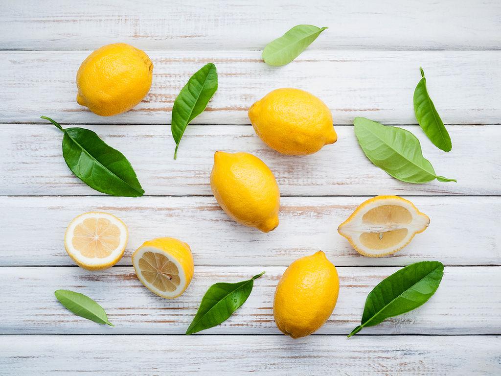 1 κ.τ.σ χυμό λεμονιού ή lime