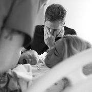 Μοναδικές φωτογραφίες μπαμπάδων τη στιγμή της γέννας (pics)