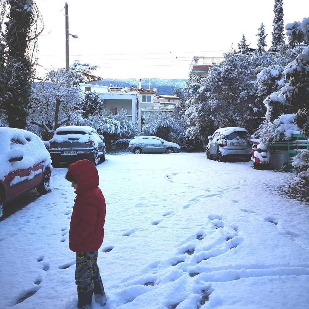 Κατερίνα Παπουτσάκη: «8:00 am  #happyboy #perfectgift #maximaki #snow #letitsnow»