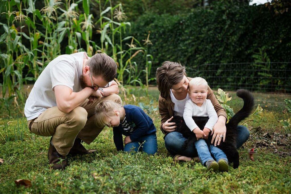 Η Anna και τα παιδιά της καλλιεργούν το δικό τους κήπο. Δείτε την εξαιρετική σοδιά τους (pics)