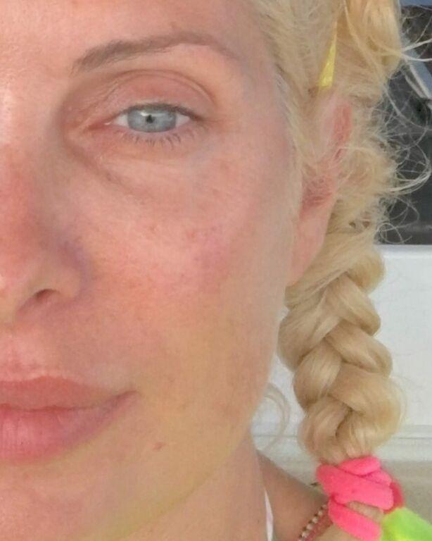 Ελένη Μενεγάκη: Ακομπλεξάριστη σε 18 πόζες χωρίς μακιγιάζ (pics)
