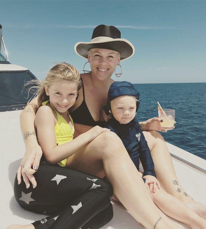 H Pink σταματά να δημοσιεύει φωτογραφίες των παιδιών της στο διαδίκτυο και αυτός είναι ο λόγος