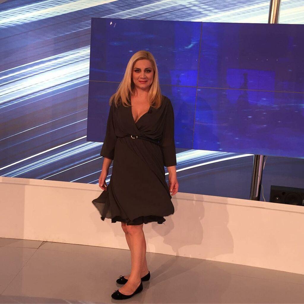 Η Ελληνίδα δημοσιογράφος δείχνει τα σιδερωμένα ρούχα & περιγράφει την καθημερινότητά της (pics)