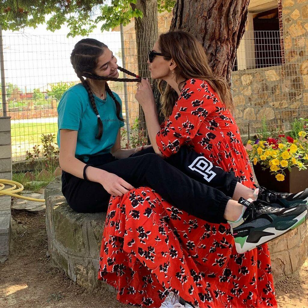 Δέσποινα Βανδή: Η φώτο με την κόρη της με αφορμή το Πάσχα έσπασε ρεκόρ από likes